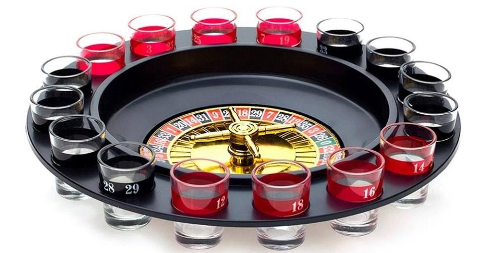 Jogos de shot (copos pequenos com jogos como roletas e dardos, por exemplo), vendido pela marca Zona Criativa, da empresa Pillowtex