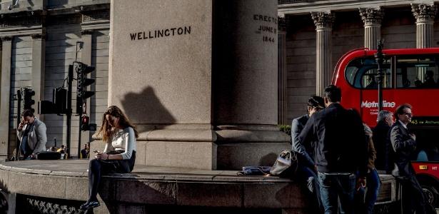 Monumento a Duque de Wellington, cuja campanha contra Napoleão em 1815 foi financiada por Nathan Mayer Rothschild, na região do Royal Exchange, em Londres