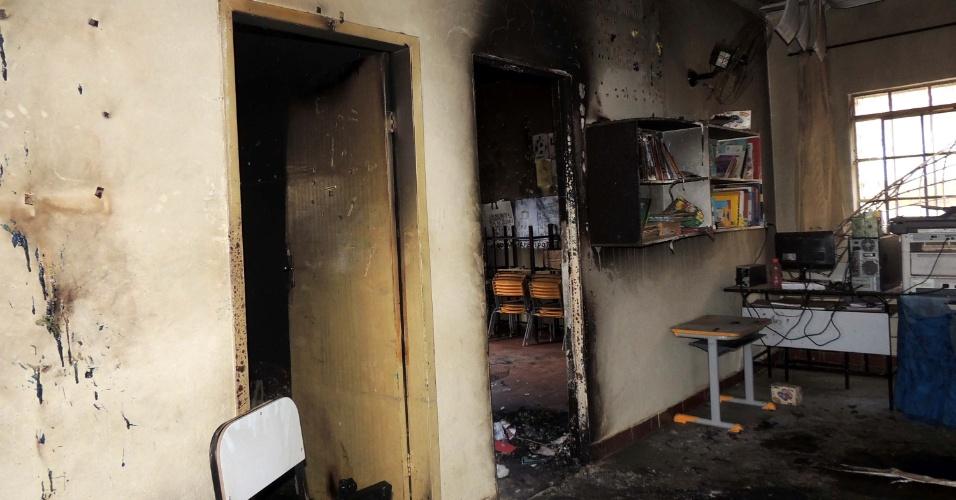 6.out.2017 - Paredes ficaram carbonizadas após incêndio no Centro Municipal de Educação Infantil Gente Inocente, em Janaúba, no norte de Minas Gerais. Na quinta (5), o segurança Damião Soares dos Santos, 50, atear fogo em crianças e em si mesmo