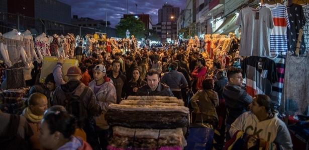 Lotadíssima e localizada no centro de São Paulo, a Feirinha da Madrugada é a maior feira informal da América do Sul - Flavio Forner/The Guardian