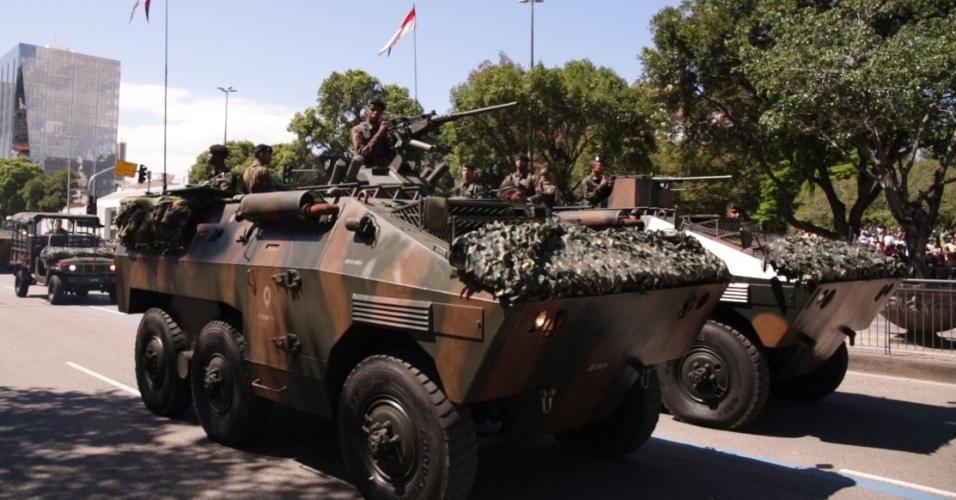7.09.18 - tanques desfilam no dia da Independência, no Rio