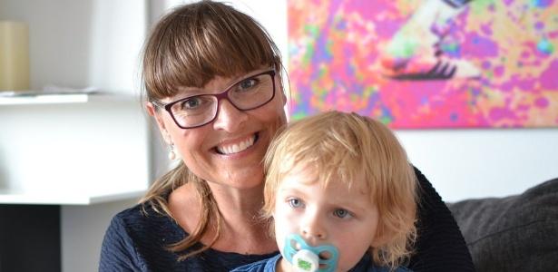 Pia Crone Christensen e a filha Sara, que nasceu por meio de fertilização in vitro, fazem parte das estatísticas que colocam a Dinamarca no topo dos países com a maior proporção de bebês fruto de reprodução assistida no mundo - BBC