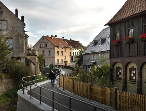 Visão geral de rua em Ebersbach, no leste da Alemanha