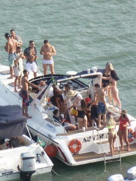 Jovens participam de festa em lancha no litoral de SP durante a pandemia do novo coronavírus - Arquivo pessoal