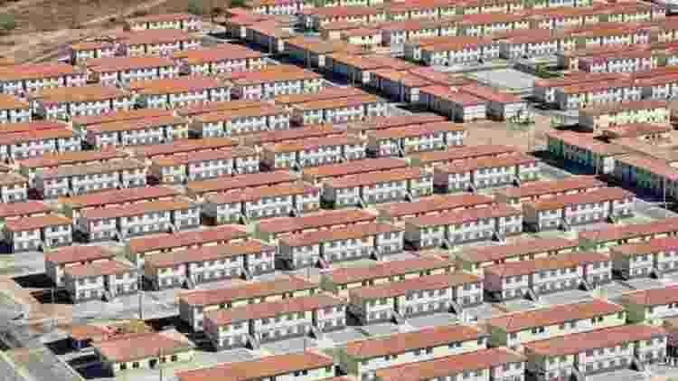 Minha Casa Minha Vida foi alvo de críticas, como as unidades habitacionais foram construídas isoladas nas cidades - PR - PR