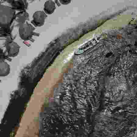 A costa de um resort no México escureceu com a acumulação das algas - Getty Images