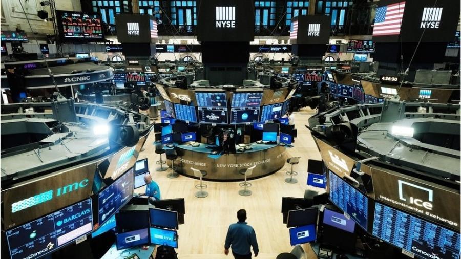 Empregos em todo o mundo estão sendo perdidos, mas o mercado de ações global está crescendo. Afinal, o que está acontecendo? - Getty Images