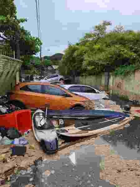 Água arrastou carros na Lagoa da Conceição, em Florianópolis - Divulgação/CBMSC - Divulgação/CBMSC