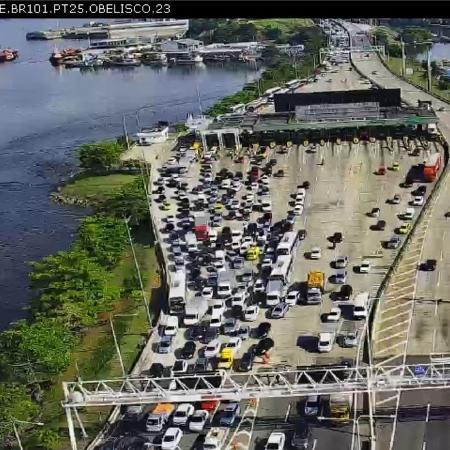 A medida provocou engarrafamentos na Ponte Rio-Niterói, que liga a capital a Niterói - Reprodução/Twitter/Ecoponte