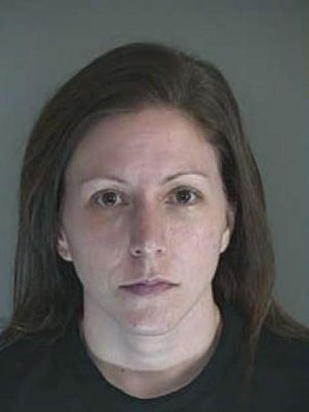 Lisa DeFluri foi acusada de abuso sexual contra uma estudante nos EUA - Reprodução/KEZINews