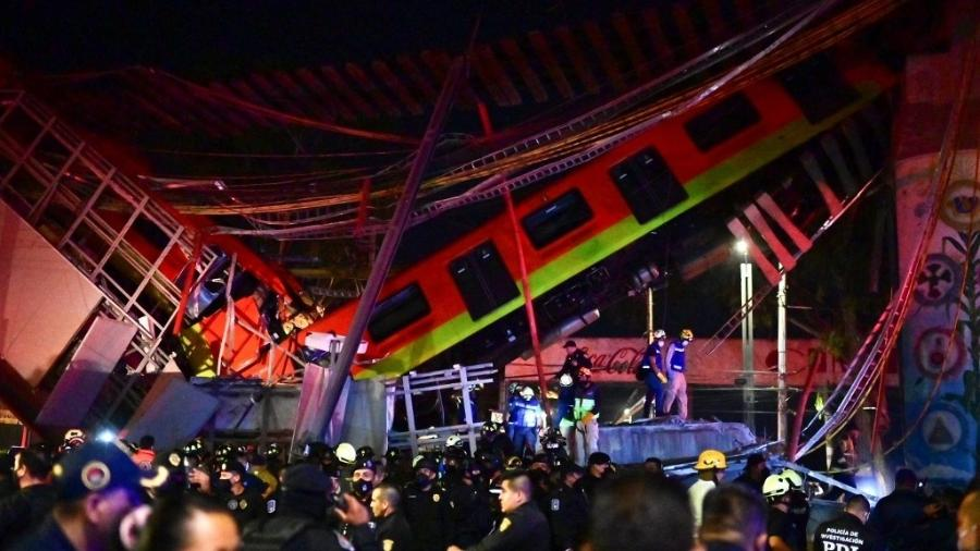 Queda de estrutura de linha férrea deixou ao menos 23 mortos no México - Pedro Pardo/AFP