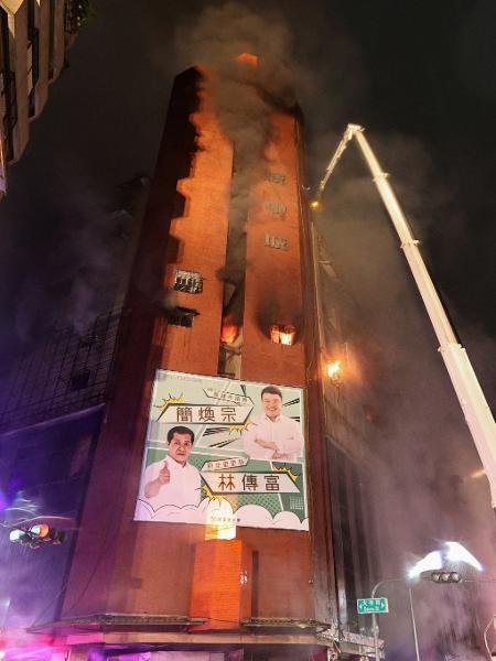 Incêndio em edifício de Taiwan deixou 46 mortos - Johnson Liu / AFP