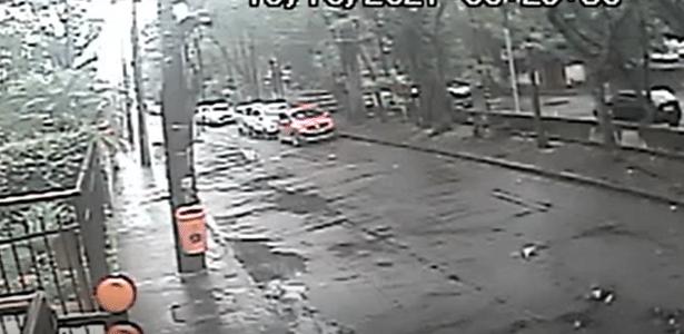 Ladrão roubou cirurgião após ele cair baleado em canal no RJ, mostra vídeo