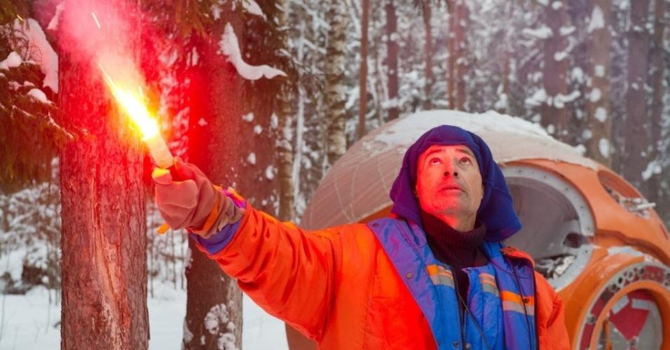 27.jan.2016 - O astronauta Mark Vande Hei, membro da equipe principal da expedição à Estação Espacial Internacional (ISS), acende uma chama durante um treinamento de sobrevivência pouso de emergência perto de Centro de Formação de Cosmonautas Gagarin, em Star City, perto de Moscou, Rússia. O astronauta americano Mark Vande Hei e os cosmonautas russos Aleksandr Misurkin e Nikolai Tikhonov devem viajar a ISS em março de 2017