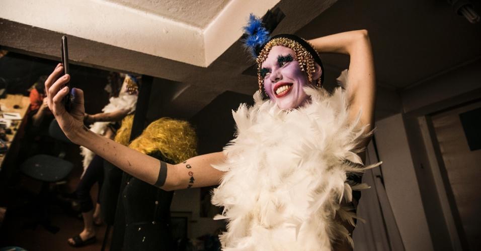 28.mai.2016 - Roberta Uiop, 32, tem formação em artes e maquiagem. Se considera uma artista em constante construção e gosta das discussões trazidas pelo fato de ser uma mulher Drag Queen que atende pelo nome de Lírio Delírio