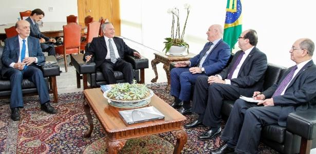 Em junho, Temer e Serra receberam Loizaga (3º da esquerda para a direita) em Brasília