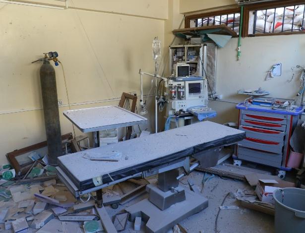Sala de hospital é mostrada após bombardeio em Atareb, próximo a Aleppo (Síria)
