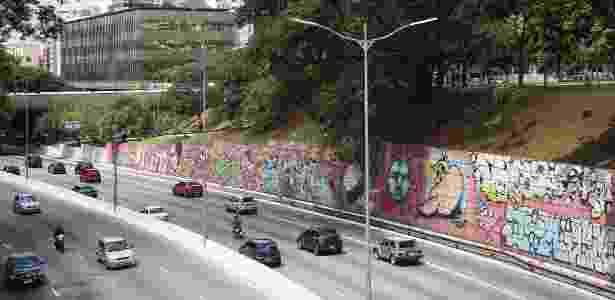 Grafites em muro da avenida 23 de Maio, em SP - Zanone Fraissat/Folhapress