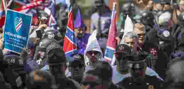 Integrantes do Ku Klux Klan chegam para encontro em Charlottesville, na Virgínia, EUA - Andrew Caballero-Reynolds/AFP