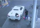 Homem rouba Ferrari e é preso após pedir dinheiro para abastecê-la em posto de combustíveis - Reprodução/KTLA
