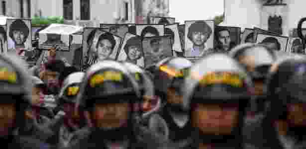 Manifestantes protestam contra o perdão concedido ao ex-presidente peruano Alberto Fujimori em Lima - Ernesto Benavides/AFP - Ernesto Benavides/AFP