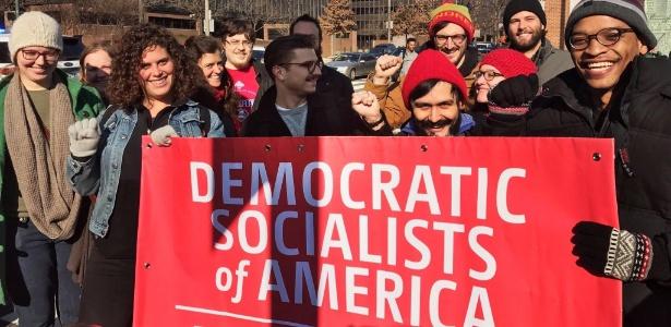 Jovens militantes do grupo norte-americano de esquerda Socialistas Democráticos da América