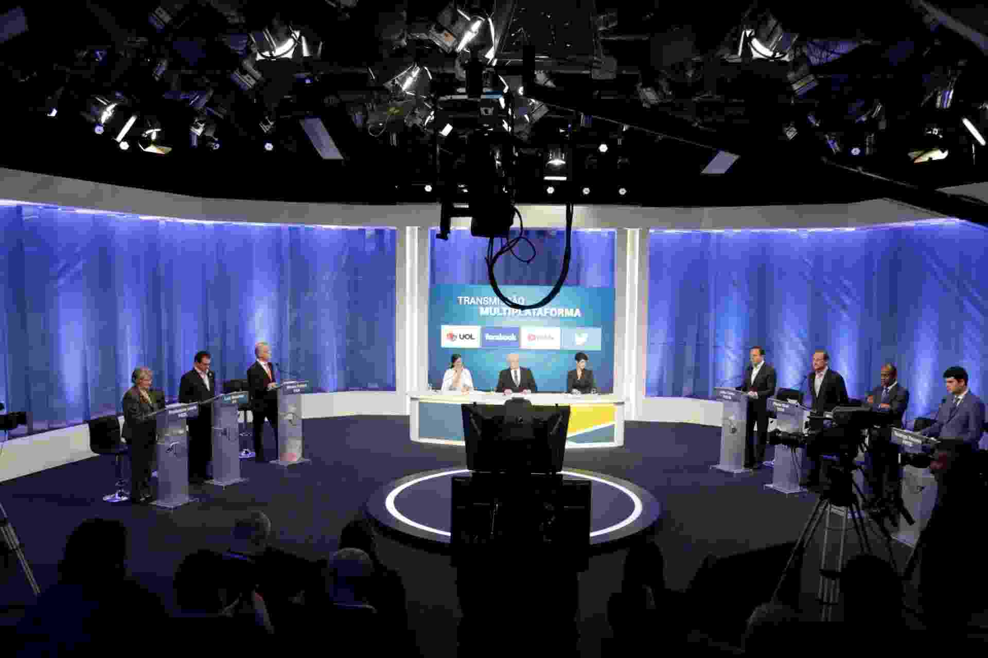 24.ago.2018 - Os candidatos ao governo de São Paulo durante o debate promovido pelo Rede Tv, na noite desta sexta-feira - Adriana Spaca/Folhapress