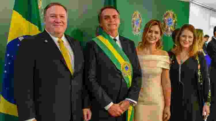 O secretário de Estado dos Estados Unidos, Mike Pompeo, Jair Bolsonaro, Michelle Bolsonaro e Susan Pompeo durante a posse do novo presidente do Brasil, em Brasília - Reprodução/Twitter Secretary Pompeo