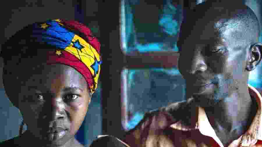 Moises Bagwiza reflete sobre como tratou a esposa, Julienne - Fiona Lloyd-Davies/BBC