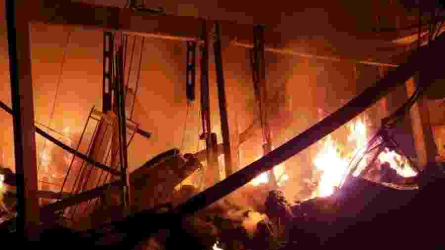 16.jun.2019 - Queda de balão causa incêndio em fábrica em São Bernardo do Campo (SP) - Divulgação/Corpo dos Bombeiros