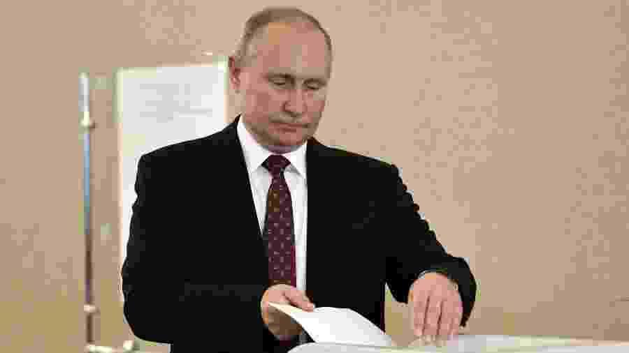 08.set.2019 - O presidente russo Vladimir Putin vota durante eleições em Moscou - Alexey Nikolsky/AFP