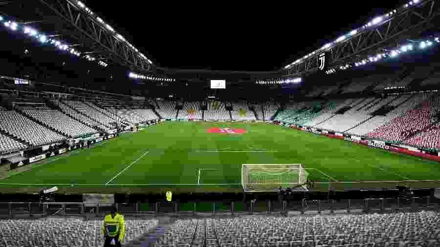 Em Turim, um Allianz Stadium vazio recebeu a partida Juventus 2 x 0 Inter de Milão pelo Campeonato Italiano - Str/Xinhua