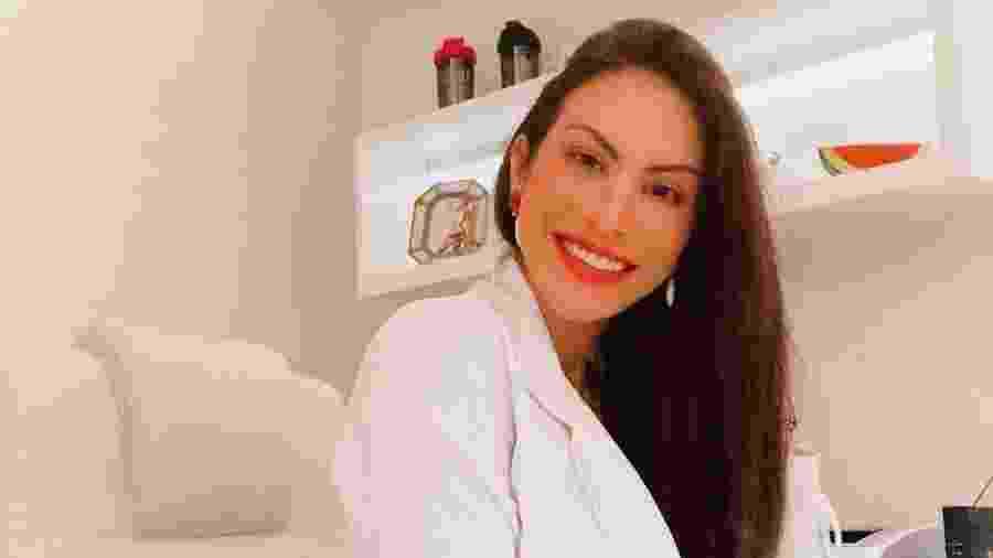 """Dieynne Saugo, conhecida nas redes sociais como """"Dra. Fit"""", teve 70% das vias aéreas comprometidas pelo inchaço decorrente das picadas de uma cobra jararaca. - Arquivo pessoal"""