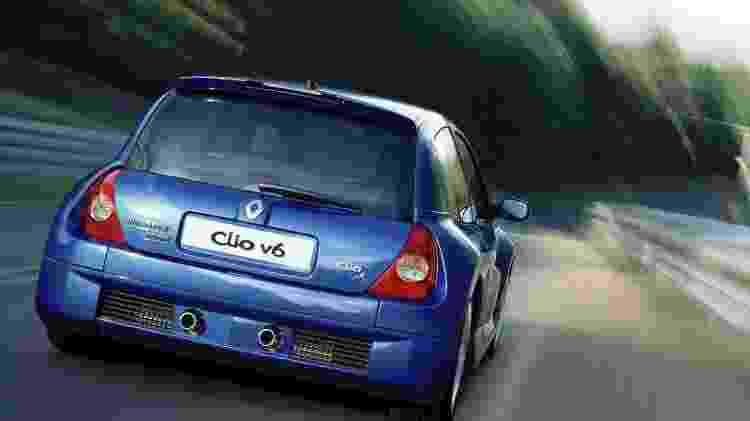 Clio V6 pista tras - Divulgação  - Divulgação