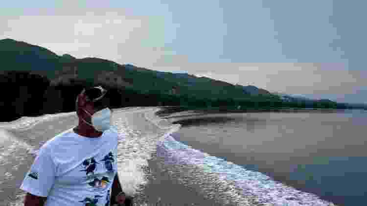 Barqueiro local, Lalo Escamilla diz que algumas pessoas que sabem pouco sobre a região se passam por guias turísticos - BBC - BBC