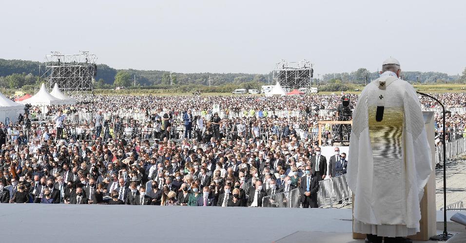 O Papa Francisco celebra uma Santa Missa ao ar livre no Santuário Nacional em Sastin-Straze, cerca de 70 km ao norte da capital da Eslováquia, Bratislava, em 15 de setembro de 2021