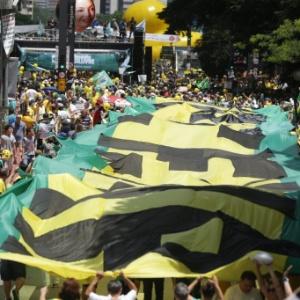Movimentação na avenida Paulista em 2015 durante manifestação contra o PT e o governo da presidente Dilma Rousseff