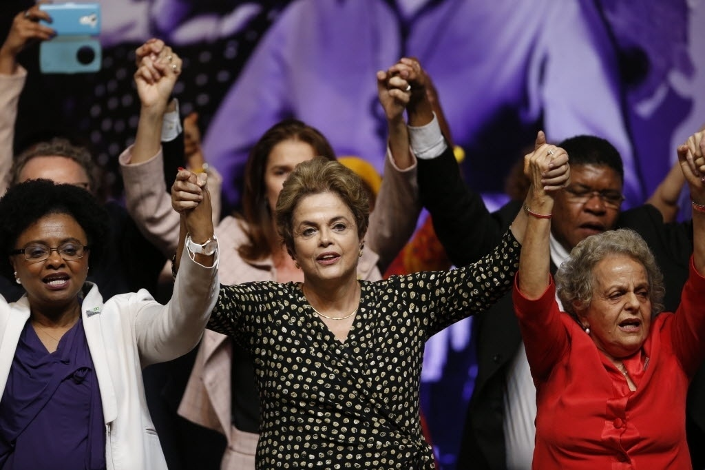 10.mai.2016 - A presidente Dilma Rousseff diz que há preconceito de gênero em seu processo de impeachment durante conferência sobre política para mulheres, no centro de convenções Ulysses Guimaraes, em Brasília (DF)
