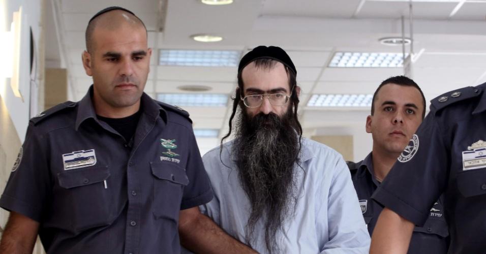 26.jun.2016 - O judeu utra-ortodoxo Yishai Shlissel é levado a tribunal de Jerusalém onde será julgada sua apelação à condenação a prisão perpétua pelo assassinato de uma adolescente de 16 anos durante a Parada Gay do país no ano passado