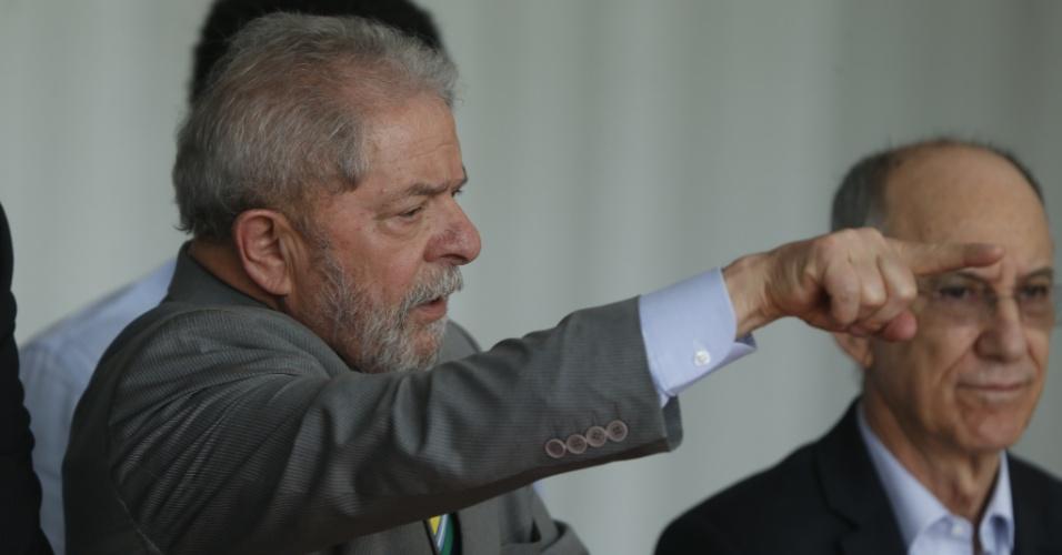31.ago.2016 - Ex-presidente Luiz Inácio Lula da Silva acompanha pronunciamento da agora ex-presidente Dilma Rousseff após o afastamento definitivo dela da Presidência da República