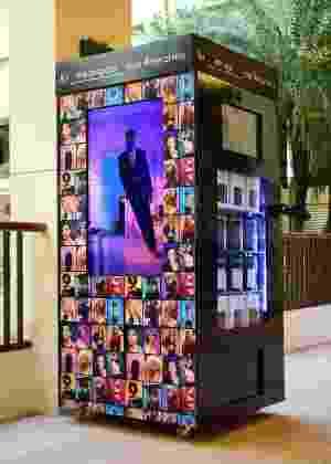 22c2be4310a0f Calvin Klein lança máquina para vender cuecas - 20 10 2016 - UOL ...