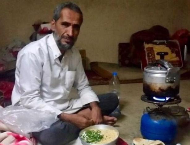 Abdullah al-Ibbi perdeu três gerações de sua família em um bombardeio no Iêmen