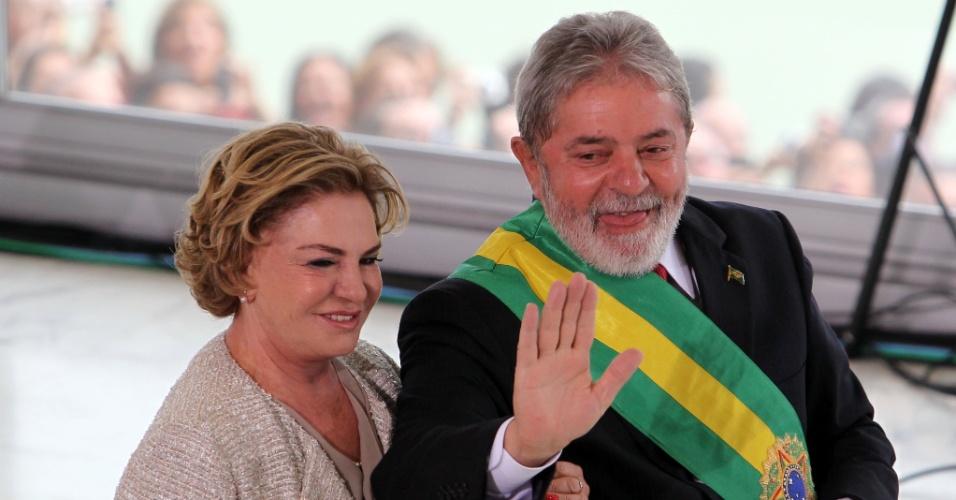 25.jan.2016 - O ex-presidente Luiz Inácio Lula da Silva, acompanhado de sua esposa, Marisa Letícia, no dia da posse da presidente Dilma Rousseff, no Palácio do Planalto, em Brasília, dia 1º de janeiro de 2011