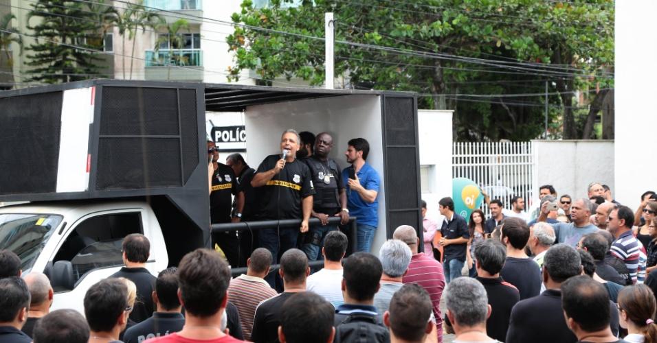 8.fev.2017 - Assembleia da polícia civil do Espírito Santo na chefatura de polícia na avenida Reta da Penha, em Vitória. Após a morte de um colega na noite de terça (7), os policiais civis também decidiram entrar em greve