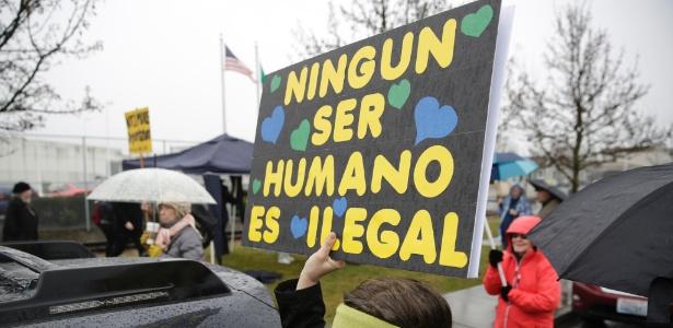 26.fev.2017 - Protesto contra a detenção de imigrantes, em Tacoma, nos EUA