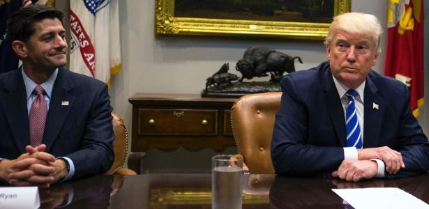 O presidente da Câmara, Paul Ryan (esq.), encontrou-se com o presidente dos EUA, Donald Trump, em 5 de setembro de 2017.