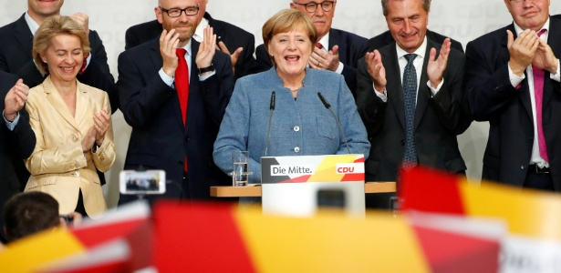 Angela Merkel fala em desafio para formação de coalização após boca de urna indicar vitória com ampla vantagem