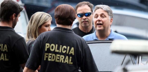 22.nov.2017 - O ex-governador Anthony Garotinho deixa a sede da Polícia Federal no Rio