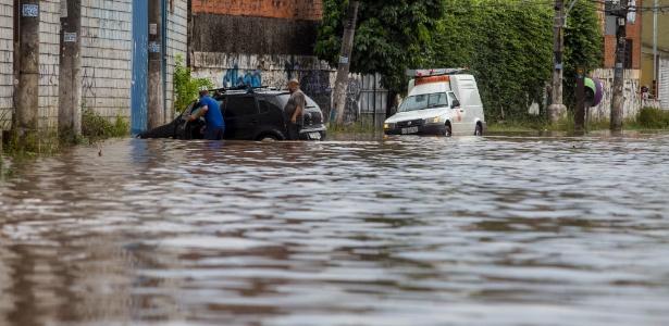 Chuvas causaram alagamentos e problemas em diversas cidades do Estado de São Paulo