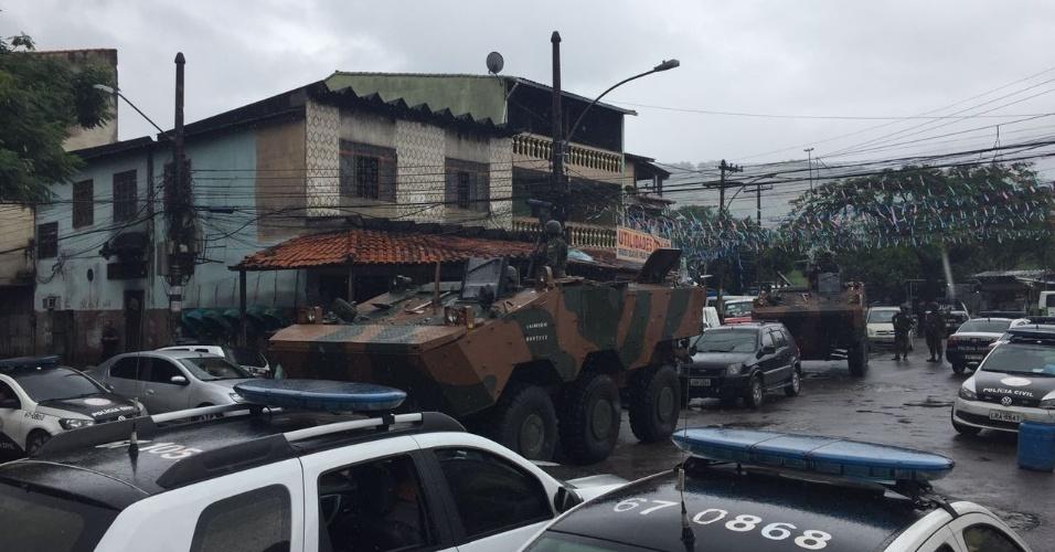 Forças Armadas realizam operação na Vila Kennedy, zona Oeste do Rio de Janeiro